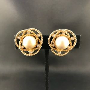 Vintage gold metal knots with pearl clip earrings